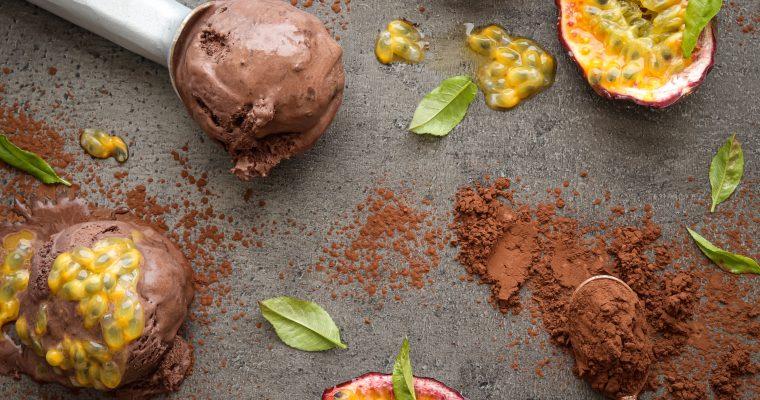 Čokoladni sladoled sa svježom marakujom