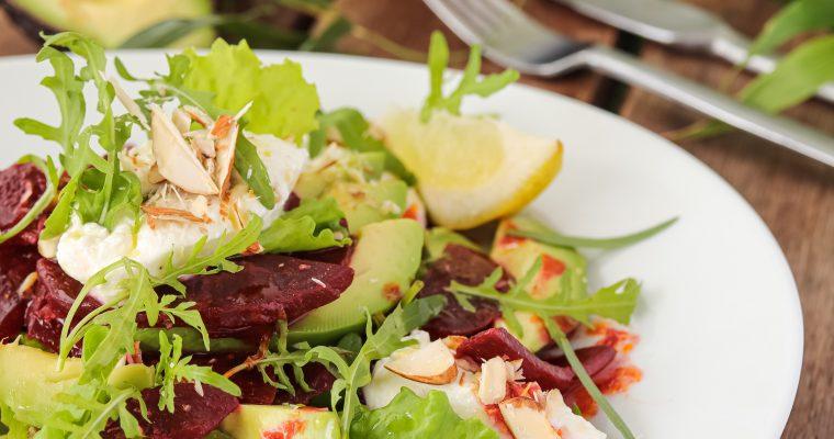 Salata s avokadom, ciklom i kozjim sirom