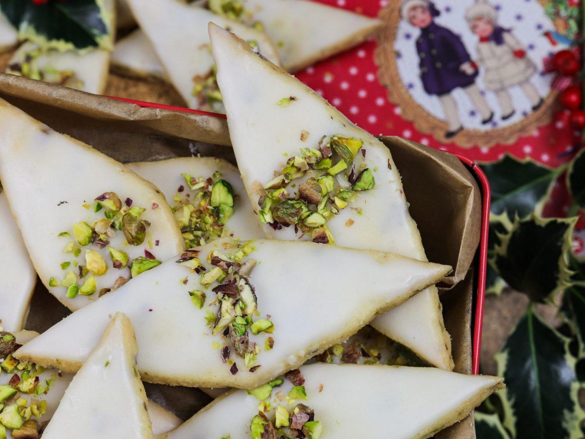Keksi sa smeđim maslacem i pistacijama